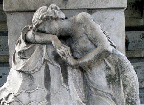 Cimiteri Capitolini, tra furti e degrado